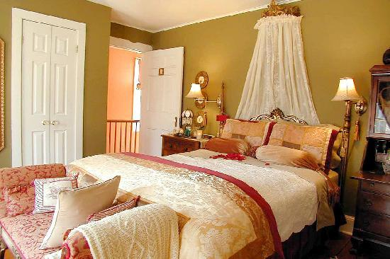 Apple Tree Historic Bed and Breakfast: Golden Delicious Room