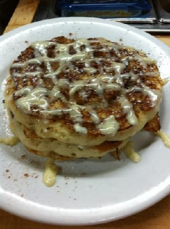 Hilltop Diner Cafe: cinnamon swirl pancakes