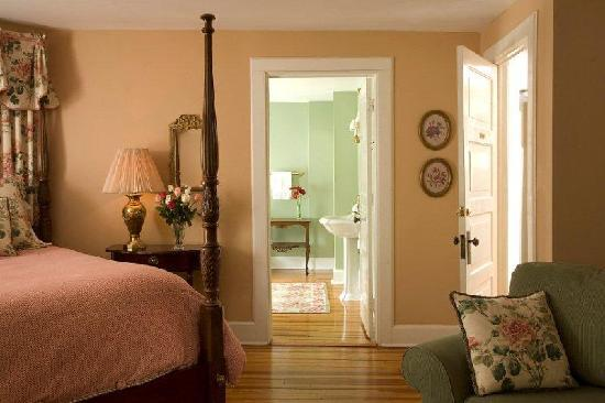 Pinecrest Bed and Breakfast : Wible Suite