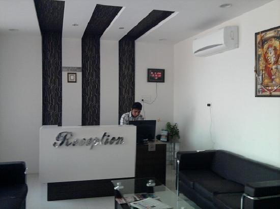Hotel Om Sai Palace : Reception