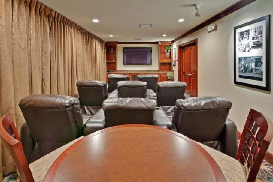 Staybridge Suites Indianapolis - Carmel: Just Like Home Theater