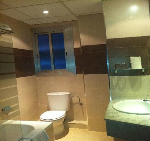 Hotel Catalunya: baño