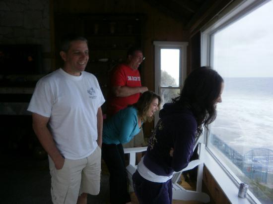 Laguna Riviera Beach Resort : watching the surers