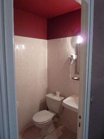 Hotel du Theatre : Room 35 -- bathroom