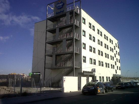 Ibis Budget Madrid Vallecas: Nuevo edificio en un polígono.
