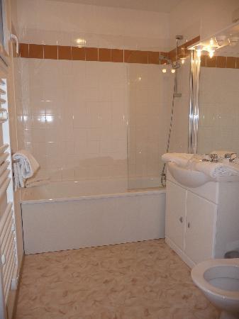 Adonis Les Hauts de Honfleur : salle de bains