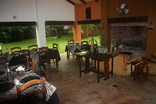 Kwalala Lodge: INSIDE VIEW