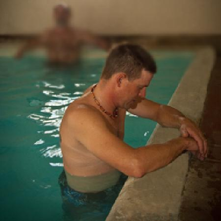 Healing Waters Resort & Spa: Men's bath house - 100% mineral water!