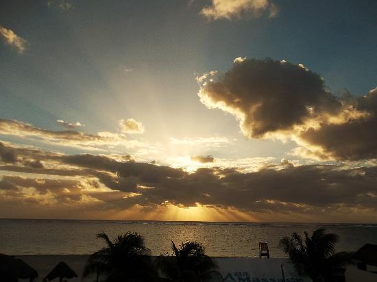 Hotel Ojo De Agua: Sunrise from the balcony