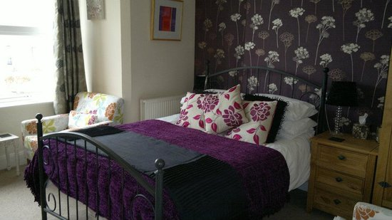 Holmleigh House: room 3, so comfy bed and bathroom with a nice deep bath as well xx