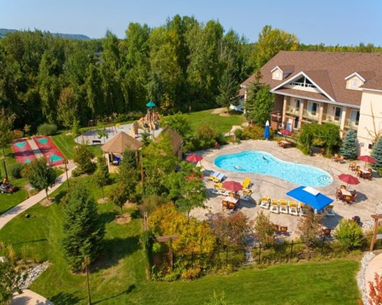 Georgian Bay Hotel & Conference Centre : pool and outdoor play area