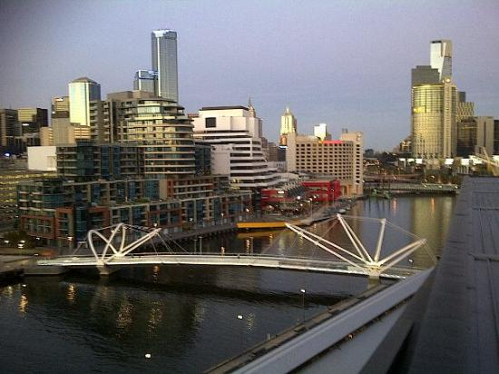 Hilton Melbourne South Wharf: Looking down the Yarra towards the CBD
