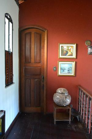 Chez Les Rois Guesthouse: Door to our room