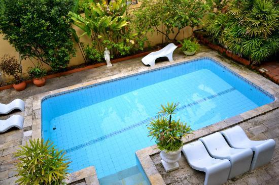 Chez Les Rois Guesthouse: Pool