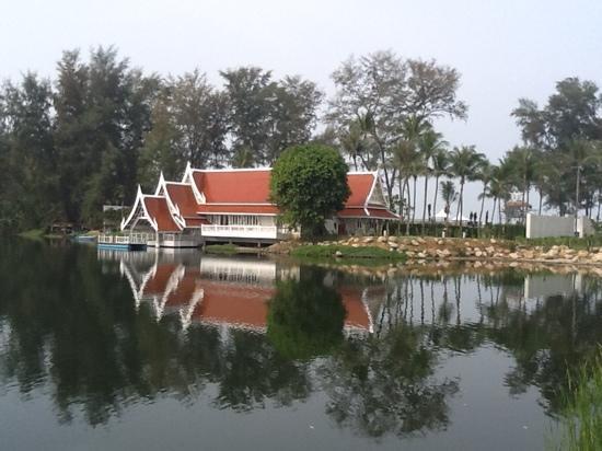Angsana Laguna Phuket: Beachside developement