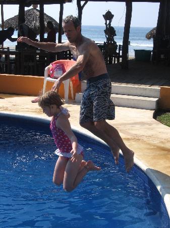 Mi Casa Es Su Casa: playin at the pool