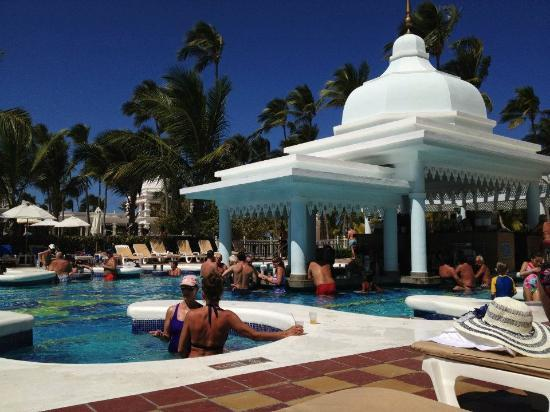 Hotel Riu Palace Punta Cana: Pool bar