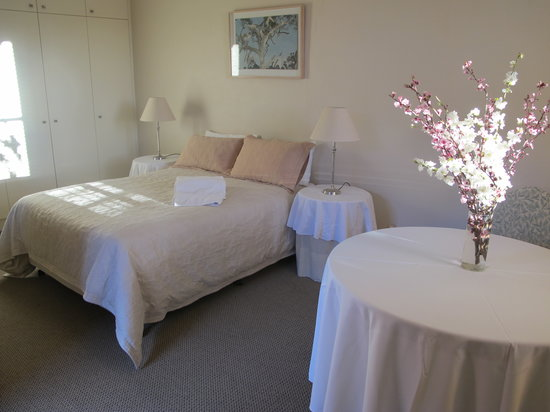The Playhouse Hotel: Sunny, spacious rooms