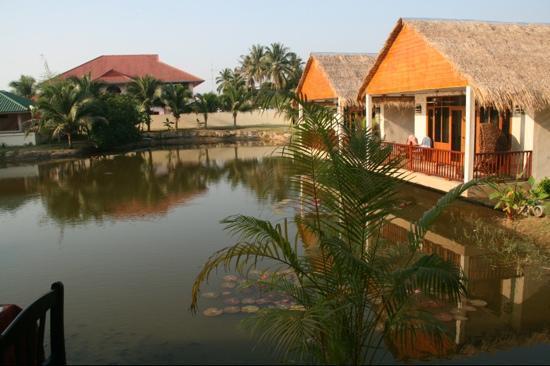 Jaidee Resort: Jaidee Hotel, Hua Hin. The lake