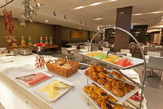 คอสอเวย์353โฮเต็ล: Continental buffet breakfast
