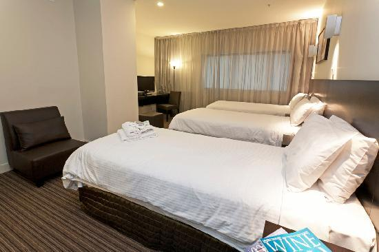 Causeway 353 Hotel: Deluxe Triple Room