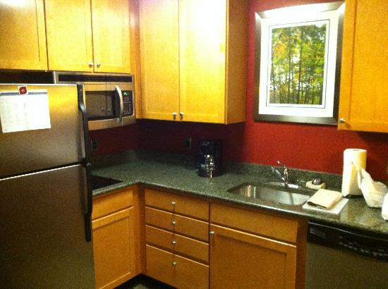 Residence Inn Bridgewater Branchburg : Kitchen