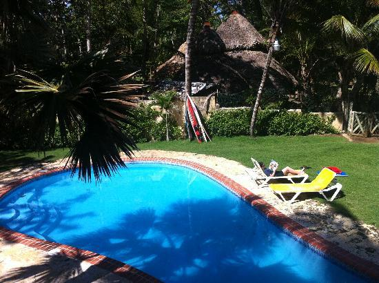 Cabarete Maravilla Eco Lodge & Beach: Lounging at the pool