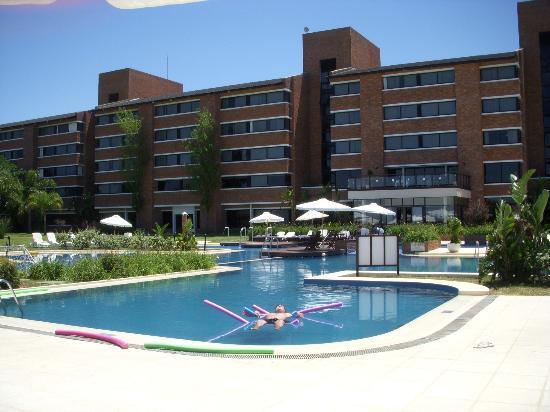 Arapey Thermal Resort and Spa: Vista piscina y hotel