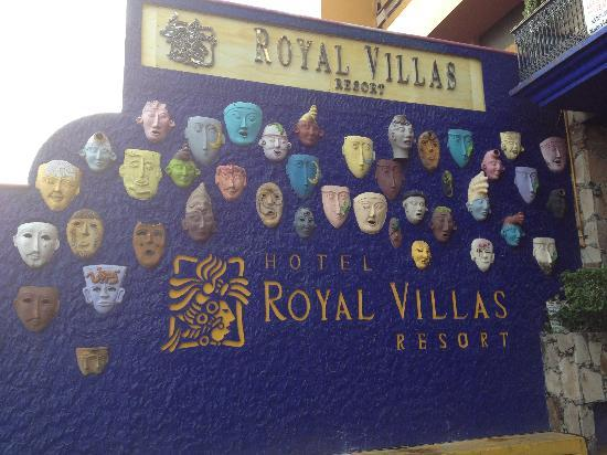 Royal Villas Resort: Mexican masks are a theme