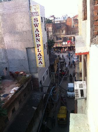 Sharma Guest House: View from roof top of the Guesthouse to the street