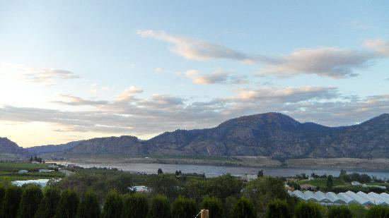 Shiraz Villa : View Of Osoyoos Lake