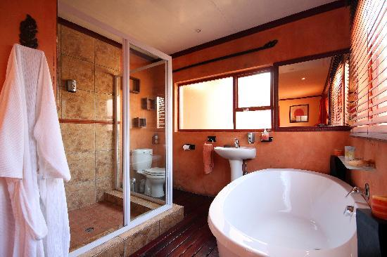 Jax Place Guest House: The Bathroom Experience