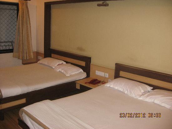 Victoria Club Hotel: Premium AC 4 BR Front Facing