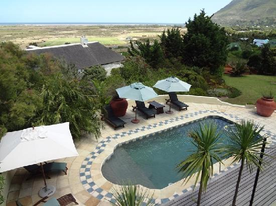 Wild Rose Country Lodge: Pool View