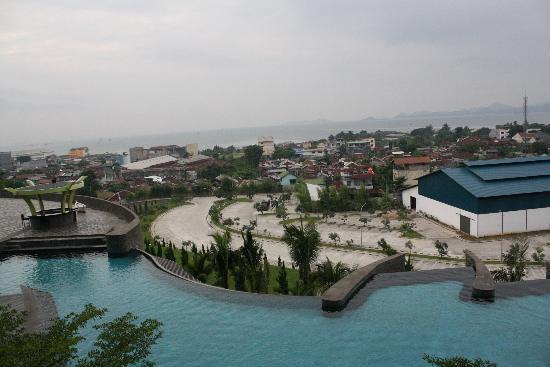 Hotel Novotel Lampung: the view from the lobby balcony