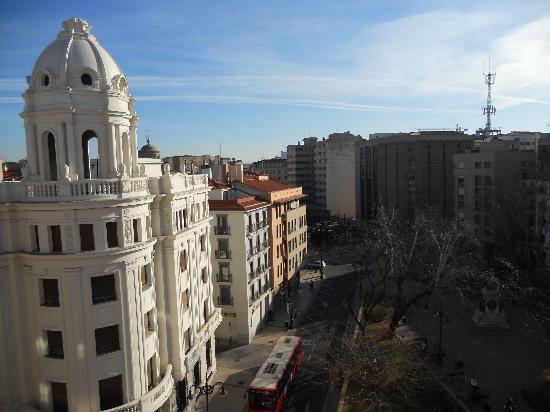 Pension Holgado: vista dal balconcino su plaza del Portillo