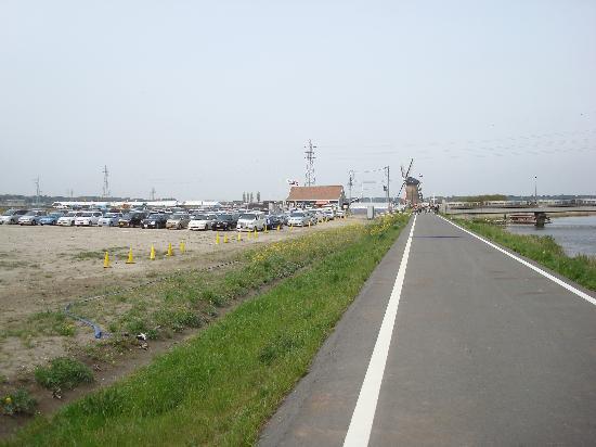 Sakura Furusato Square: 会場付近の道路