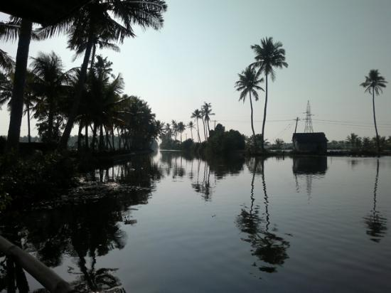 Breeze Backwater Homes: Waterway along the boat ride