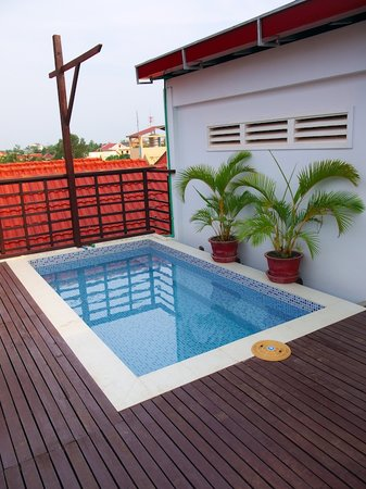 Siem Reap Rooms Guesthouse: Pool daytime
