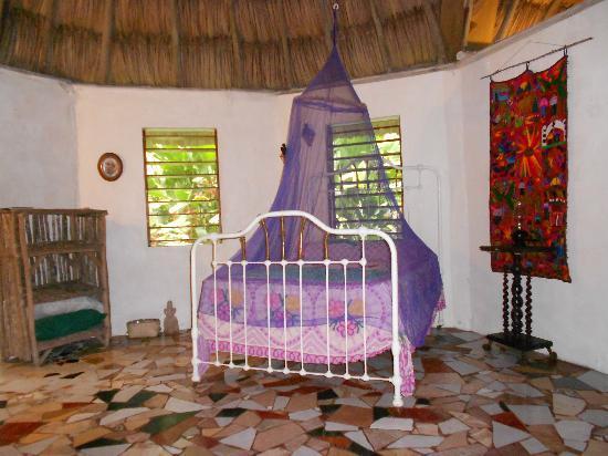 Macaw Bank Jungle Lodge: Interior of the Macaw Cabana