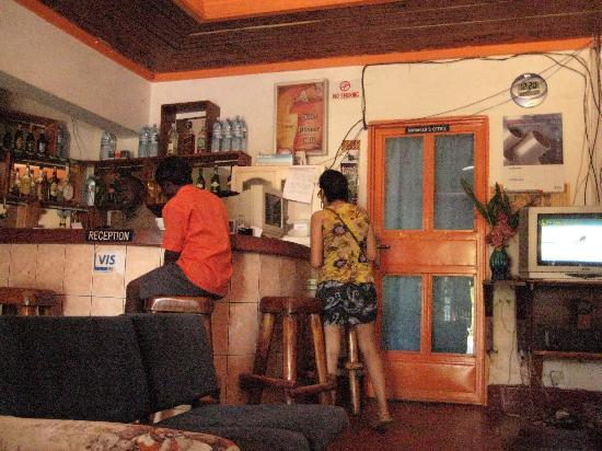 Entebbe Backpackers: saloni gets beery