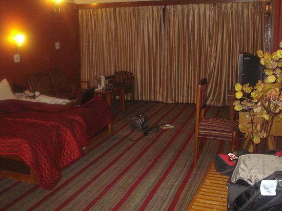 Ahdoos Hotel: room
