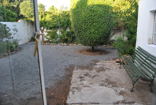 Die Tuishuise : The little courtyard garden