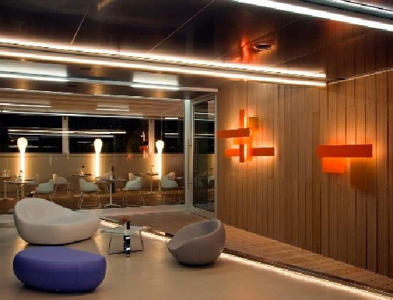hotel zone r ma olaszorsz g rt kel sek s. Black Bedroom Furniture Sets. Home Design Ideas