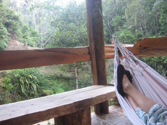 Amarongachi Jungle Eco-Lodge : Relaxing in the hammock