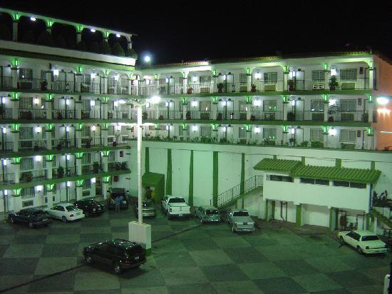 Hotel Marques de Cima: Main Parking Lot Night