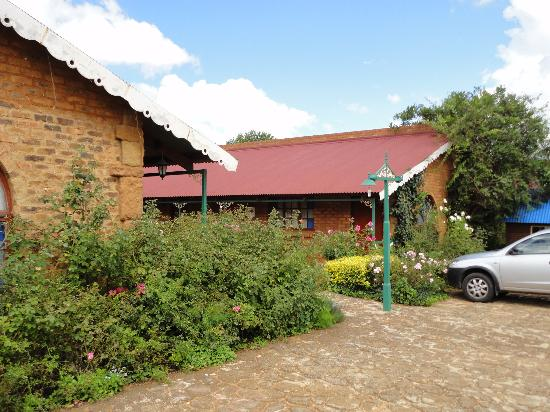 Old Transvaal Inn: Outside the hotel