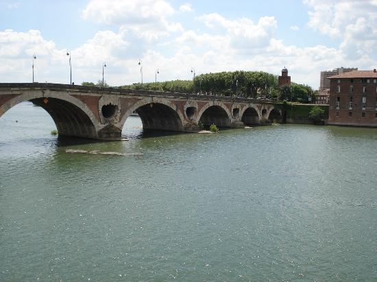 Garonne : Le vieux Pont Neuf.