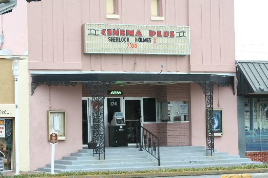 Downtown Cinema Plus: Cinema Plus Historic Family Style Movie House