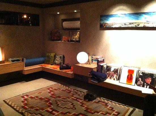 Mojave Sands: lounge area